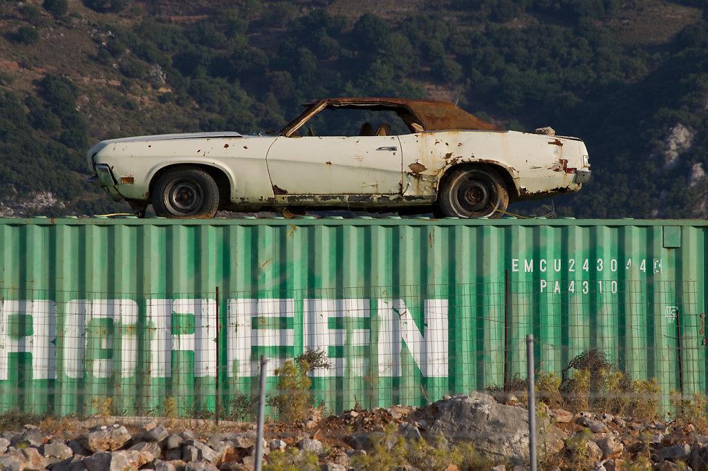 Auto auf Container